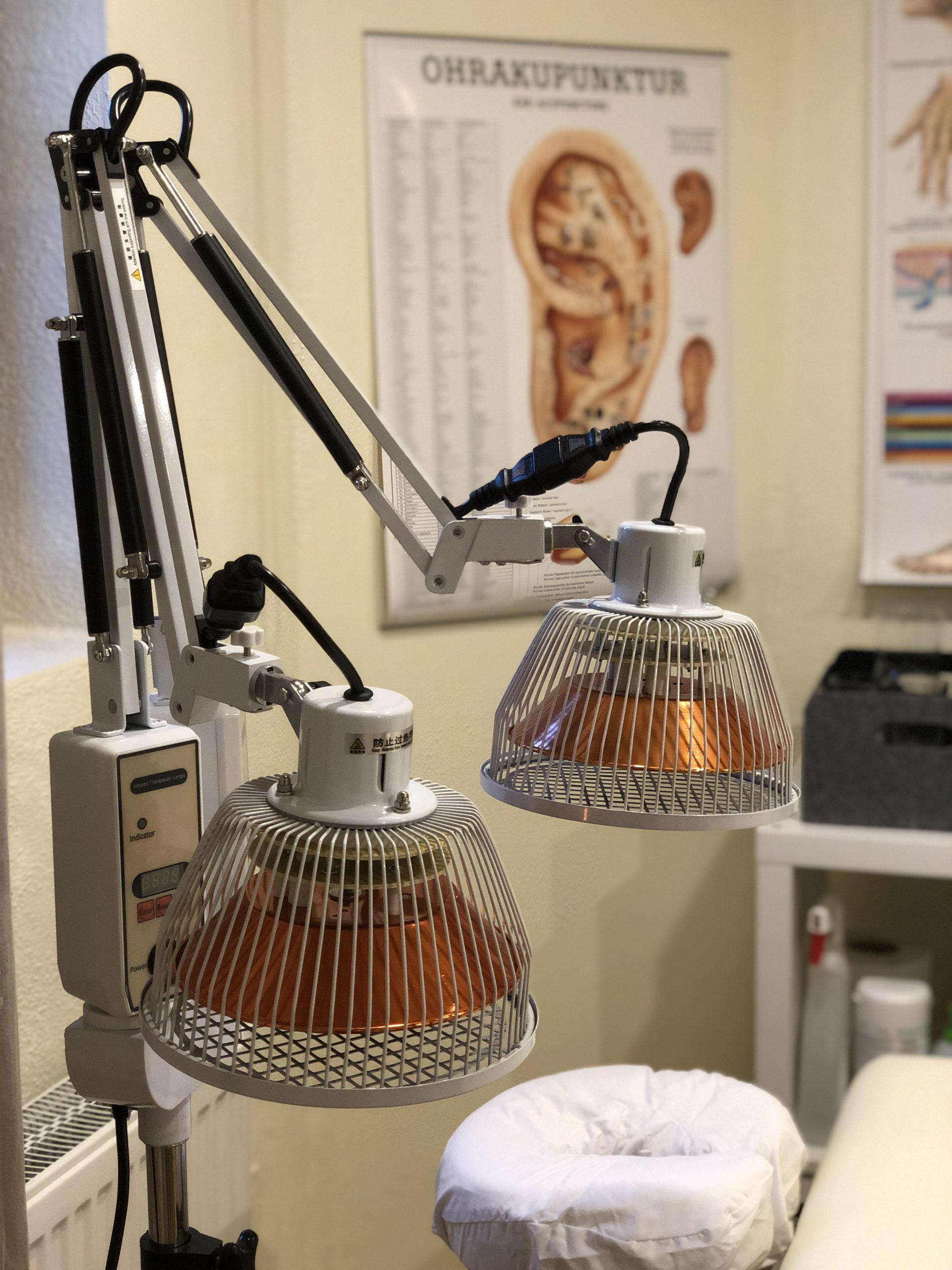 TDP-Lampe in TCM Naturheilpraxis Pforzheim